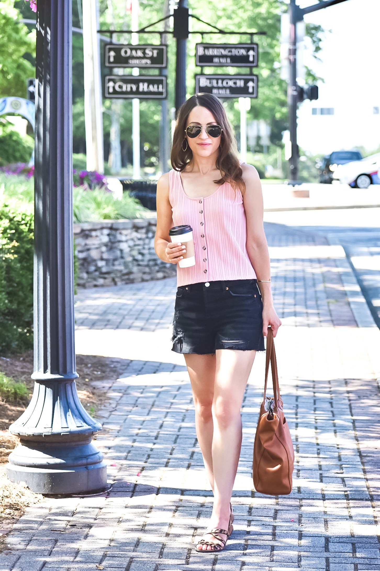 How to style black denim shorts