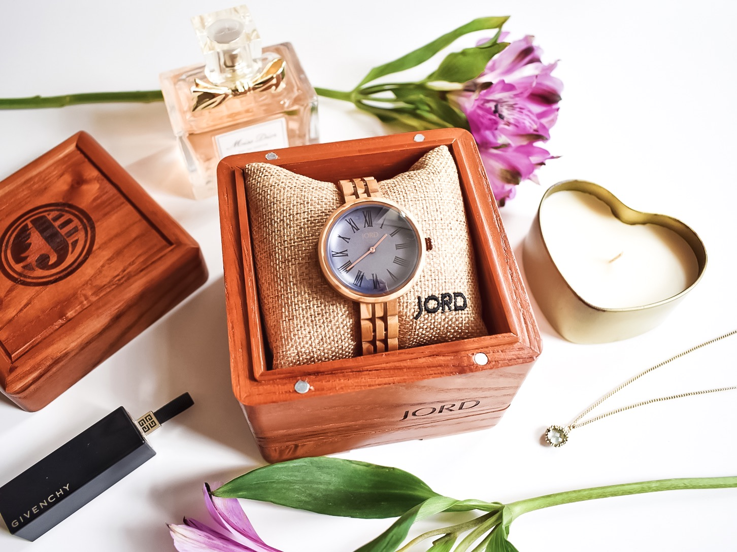 Must-Have Accessory for Spring: A Beautiful Wooden Watch